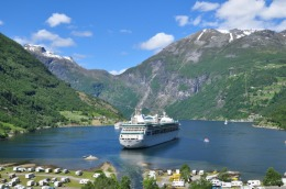 Geiranger - cruise ship with tender boat